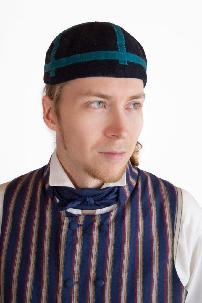 Asikkalan miehen puvun päähine