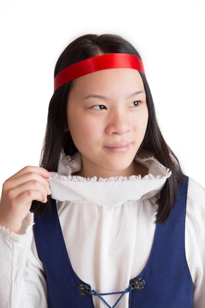 Keski-Suomen tytön puvun yksityiskohta