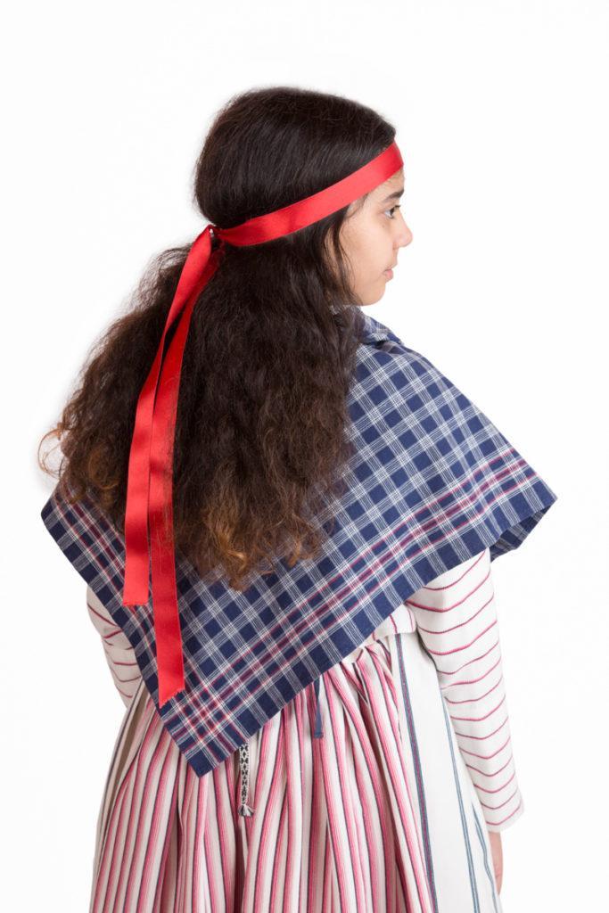 Kuopion seudun tytön puvun yksityiskohta