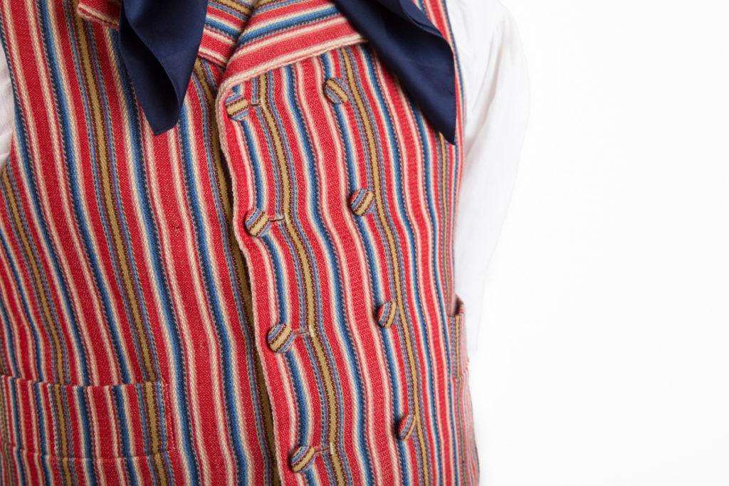 Nurmijärven miehen puvun yksityiskohta