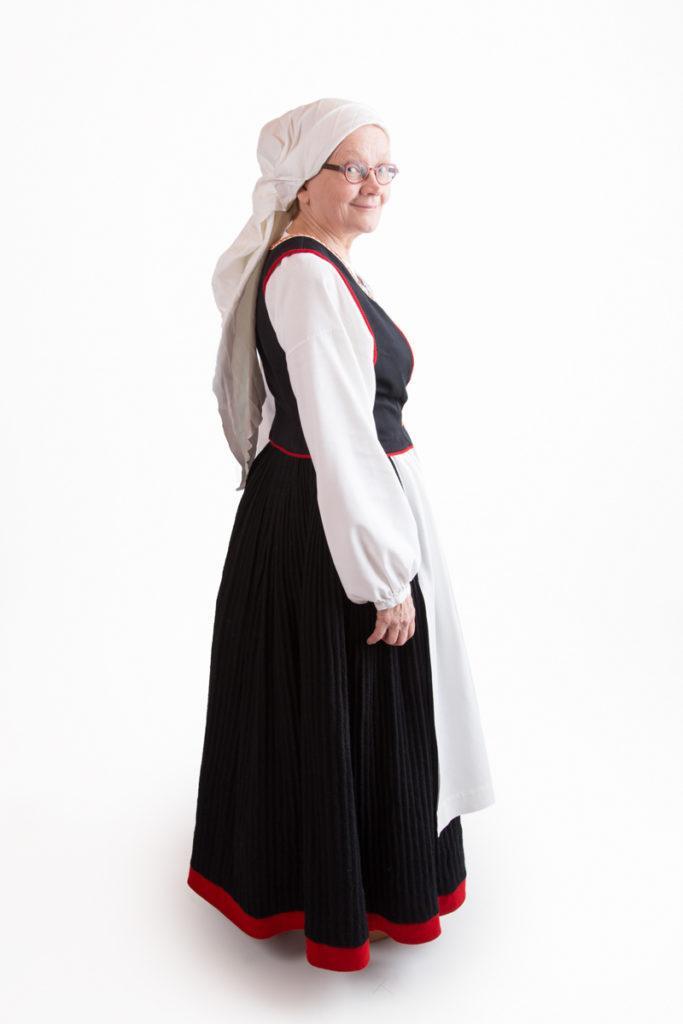 Räisälän naisen puku