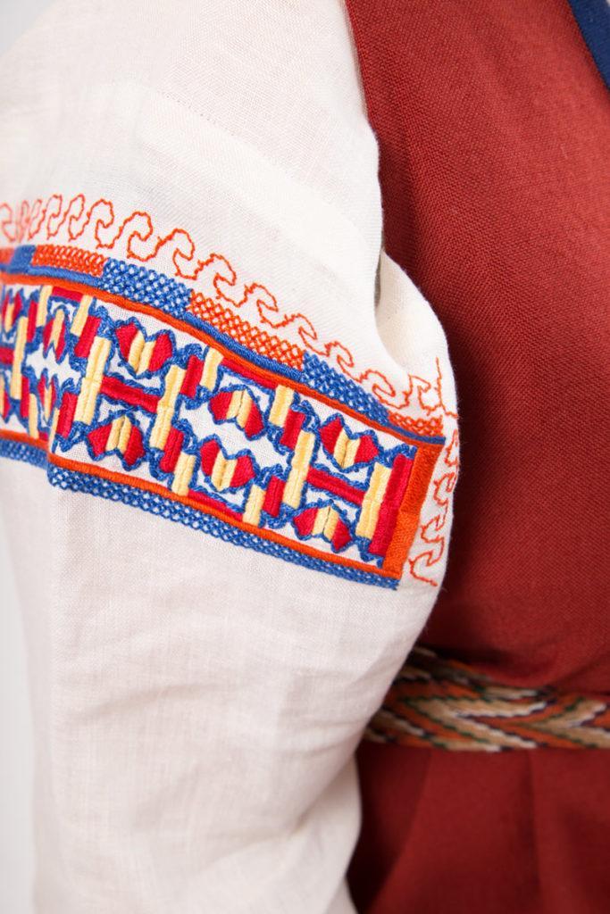 Raja-Karjalan puvun yksityiskohta